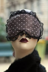 512px-handmade_sleepmasks_eyemasks_paris_france